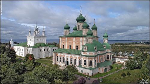 Мистический синий камень в Переславле.